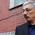 В Хамовническом суде Москвы идет судебный процесс по обвинению председателя Совета правозащитного центра «Мемориал» Олега Орлова в совершении уголовного преступления